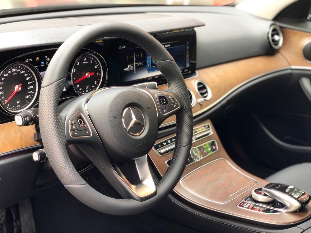 Bán Mercedes E200 2019 chính chủ chạy lướt giá cực tốt