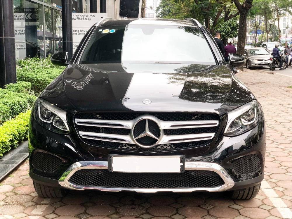 Bán Mercedes GLC200 2019 màu đen, siêu lướt, chính chủ giá cực tốt