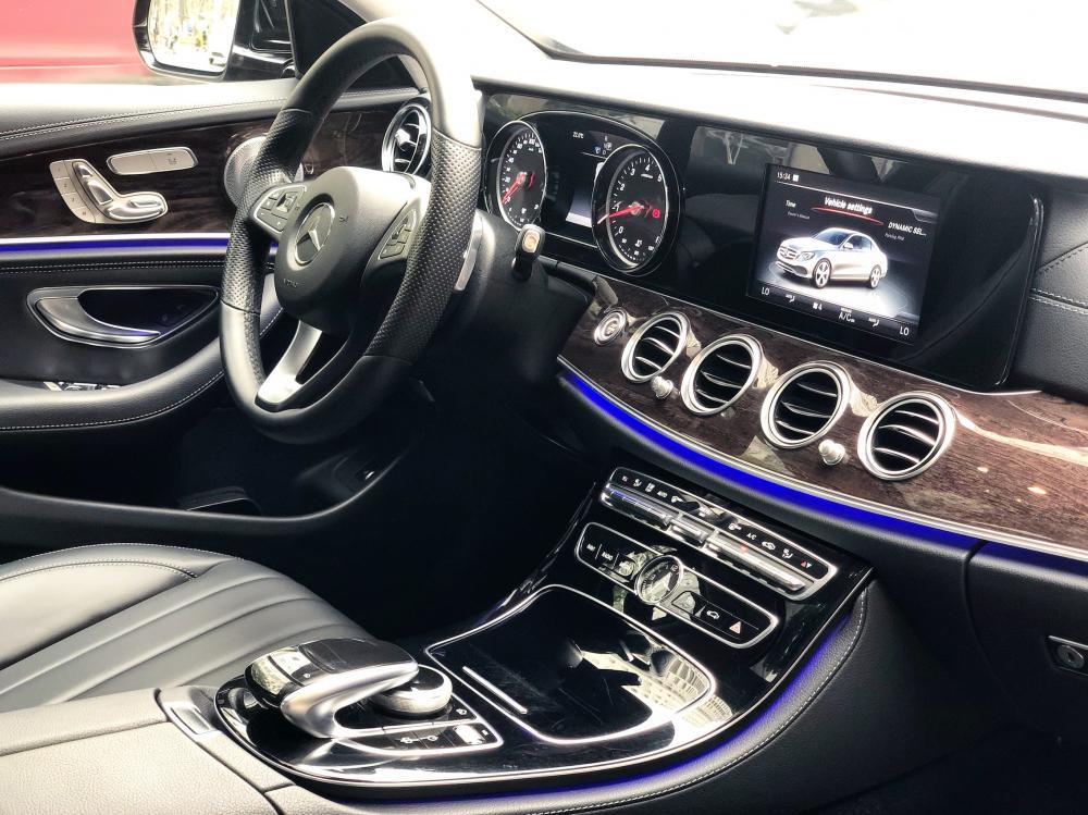 Bán xe lướt - Mercedes E250 2018 màu đen chính chủ giá tốt