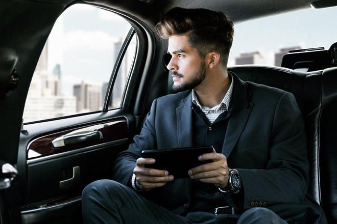 Chọn ghế ngồi trên ô tô sao cho lịch sự? 3a