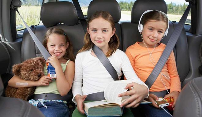 Chọn ghế ngồi trên ô tô sao cho lịch sự? 5a