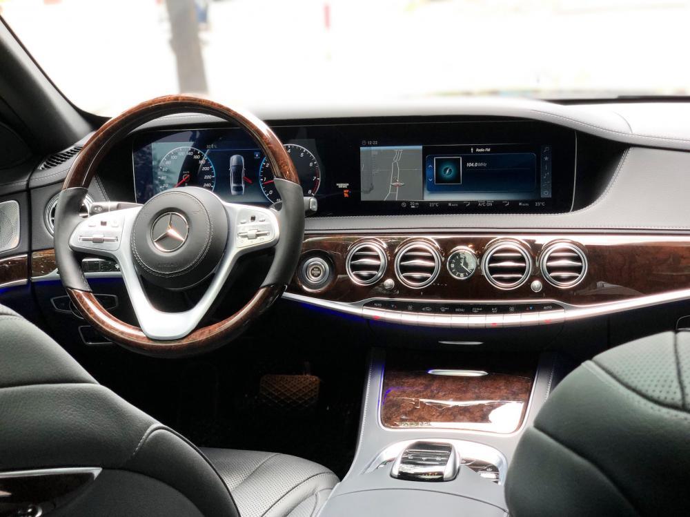Bán Mercedes S450 2019 màu đen, siêu lướt rẻ hơn xe mới 600tr