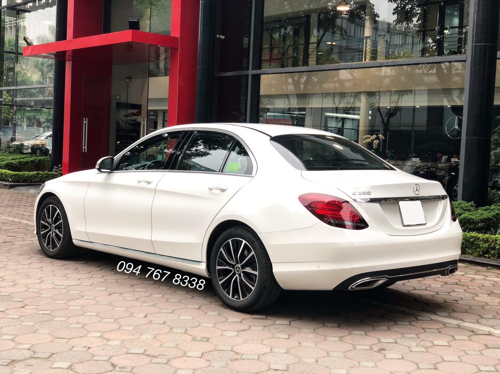 Cần bán gấp Mercedes C200 2019 màu Trắng chính chủ biển đẹp giá cực tốt