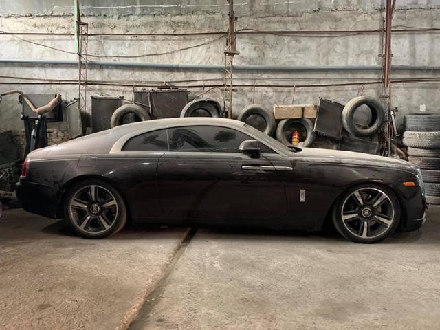 Xót xa Rolls-Royce Wraith màu hiếm bị bỏ rơi phủ đầy bụi tại Việt Nam 1a