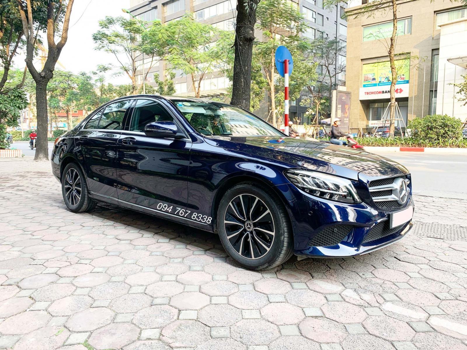 Bán Mercedes C200 màu xanh, chính chủ siêu lướt giá tốt