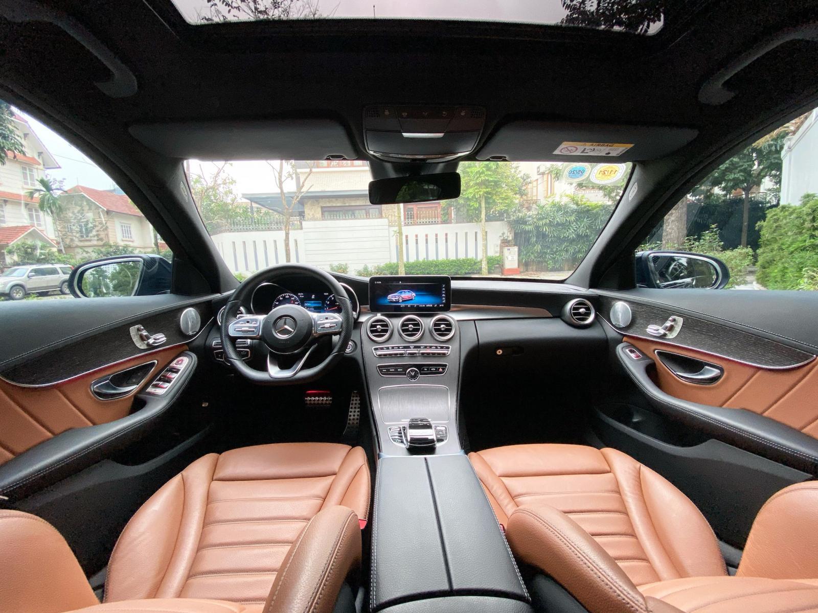 Bán Mercedes C300 AMG 2020, chính chủ chạy lướt, biển đẹp, giá tốt