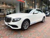 Bán Mercedes E200 2020 màu trắng, biển đẹp, xe chính hãng đã qua sử dụng giá 1 tỷ 999 tr tại Hà Nội