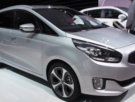 Đánh giá Kia Carens 2015-mẫu MPV gia đình đủ tiện nghi